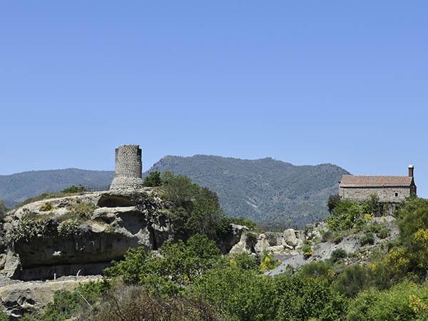 Castiglione Toren en kerk - Tenuta Madonnina - Vakantiehuis Sicilie