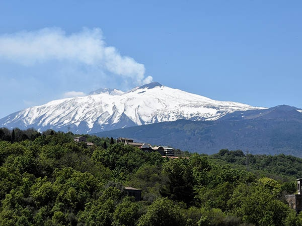 Etna en kerk - Tenuta Madonnina - Vakantiehuis Sicilie