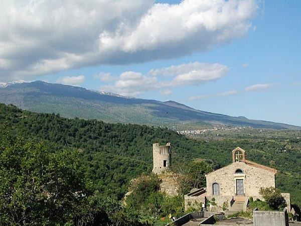 Tenuta Madonnina - Kerk, Sollichiata en Etna